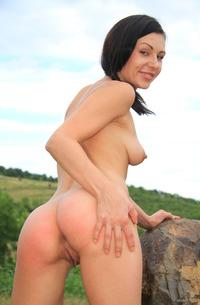 Kara Rosemary Shows Her Nude Amateur Body