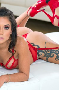 Glamour Jynx Maze With Sexy Tattoo