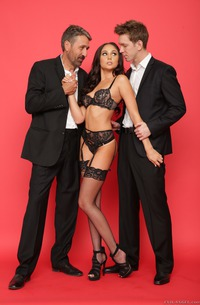 Ariana Marie Ejoys Her First Double Penetration