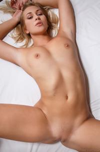 Blonde Beauty Tracy Lindsay Poses Naked