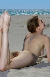 Russian Elle Tan Stripping On The Beach