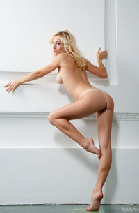 Nude Young Blond Aislin
