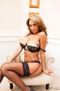 Piercing Latin Babe Fernanda Ferrari