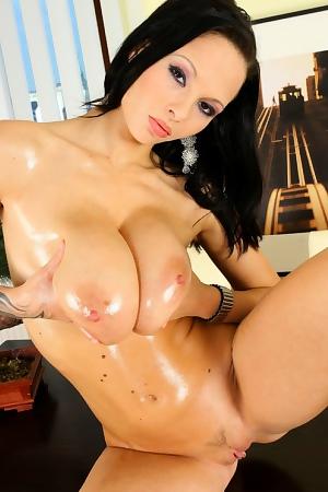 Dominno Intimate Sexy Oiled