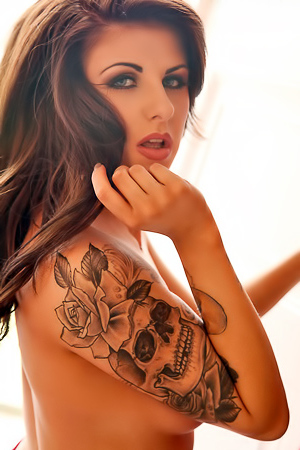 Sexy Tattooed Milf Courtney Tugwell