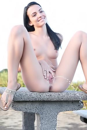 Peeing Beauty Sapphira