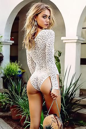Naked Alexis Ren