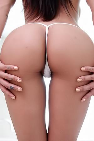 Amia Miley - seducing ass