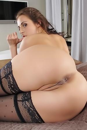 Antonia Sainz toying her butt hole