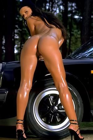 Susanna - big oiled butt
