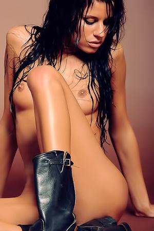 Kinky wet babe Zoe