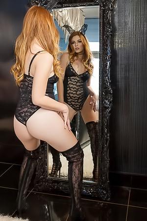 Delicious redhead Tawny Swain