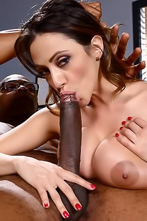 Huge black dick for Ariella Ferrera