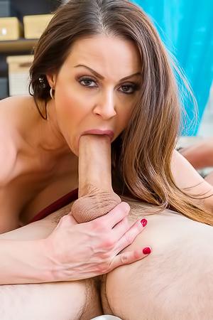 Deep blowjob from Kendra Lust