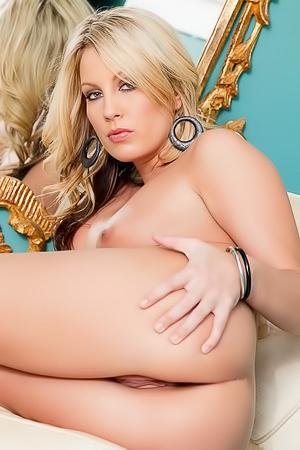 Kiara Diane - hot and sexy milf