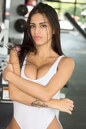 Sports babe Denisse Gomez