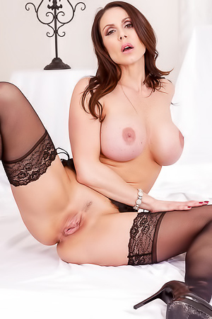 Horny mature in stockings Kendra Lust