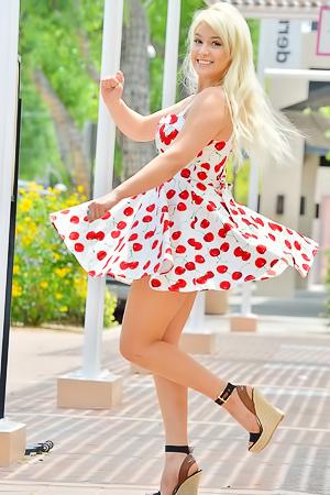 Cherry - sexy public pics