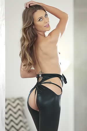 Veronica - sexy suit