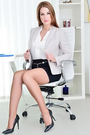Elegant secretary Carol Goldnerova
