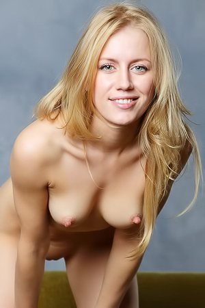 Naked hor blonde Dori