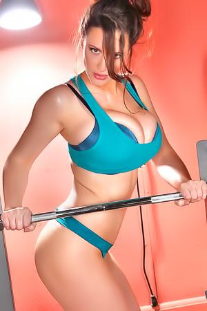 Lana Kendrick - sporty sexy milf