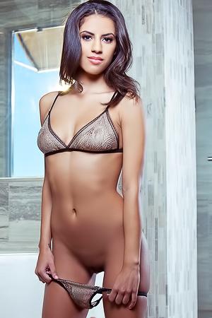 XXX babe Sarah Marie
