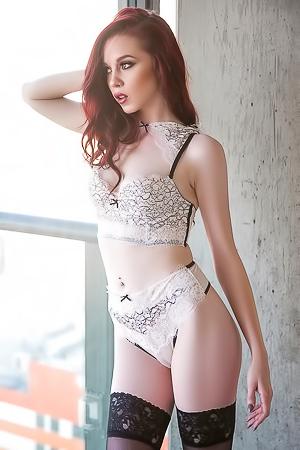 Elite redhead Nico Faye