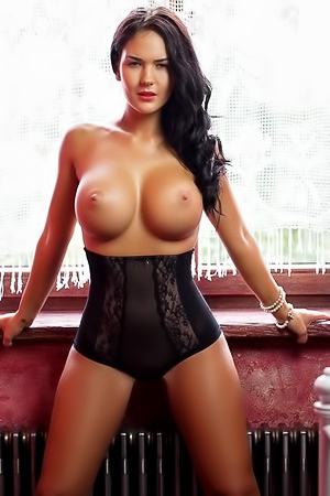 Tanned busty babe Kendra