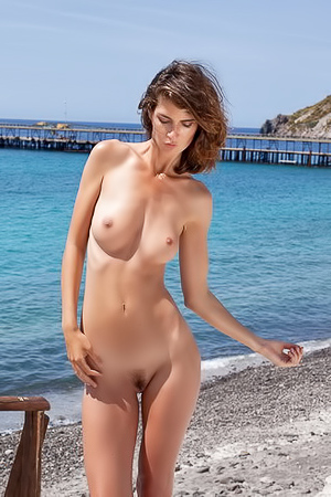 Charlotta Daybreaker - naked by the sea