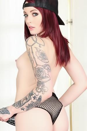 Cute tattooed sex-bomb Chloe Carter