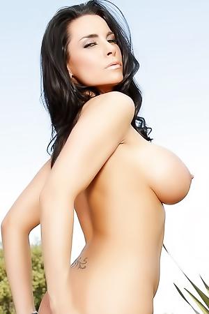Laura Lee is showing her big boobs