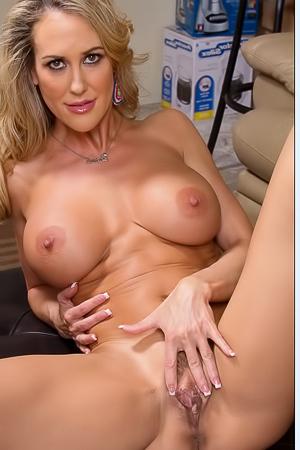 Stunning Brandi is spreading her pussy