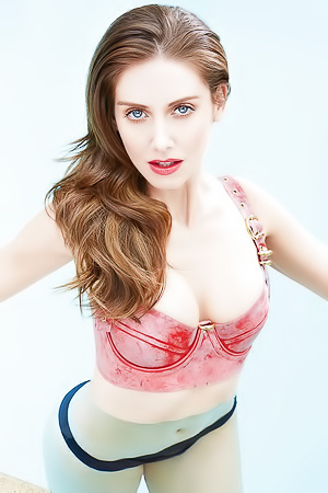 Alison Brie gets naked