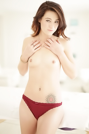 Nude cute Avery Moon