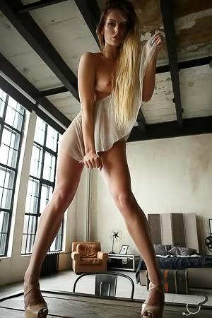 Keira - goddess long legs