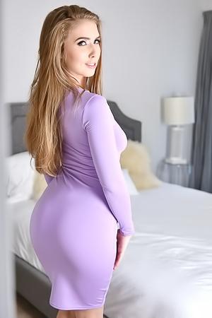 Elegant bootylicious Lena Paul