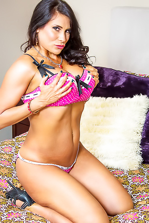 Nude busty mature Sheila Marie