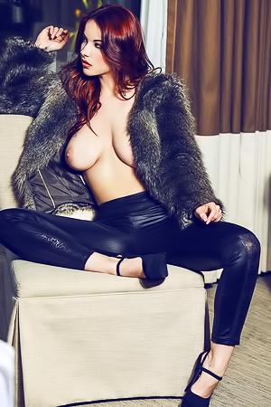 Bombshell redhead Elizabeth Marxs