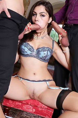 Double penetration for Valentina Nappi