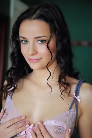 Naked brunette Ardelia A