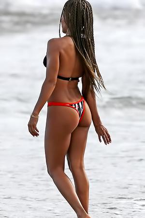 Jada Pinkett Smith shows ass on the beach