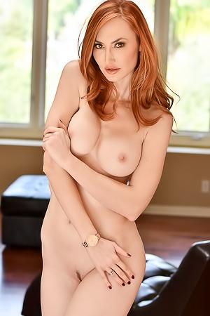 Sexy redhead MILF Kendra