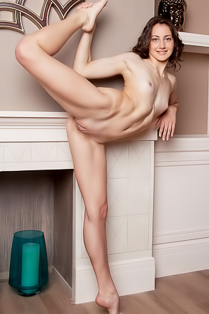 Nude And Flexible Amateur Girl