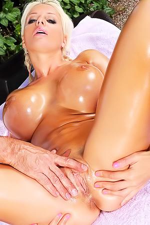 Sex massage for Jordan Pryce