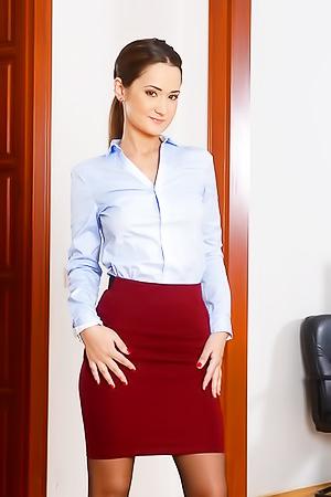 Secretary Angie Moon gets nude