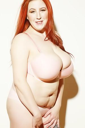 Kamille Amora - curvy redhead babe