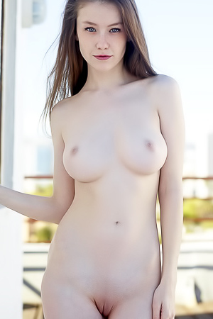 Emily - naked on the roof