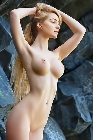 Acacia - blonde with perfect body