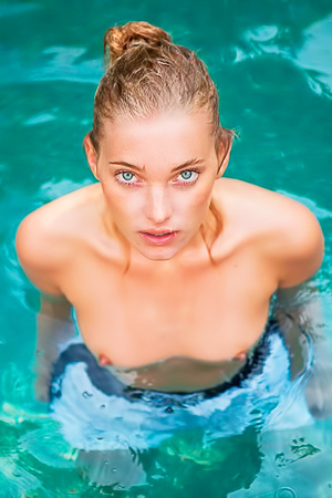 Erotic Elsa Hosk is swimming naked